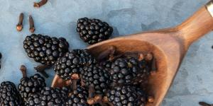 spoonful of blackberries and cloves